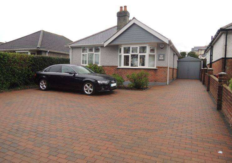 Detached bungalow with sunny rear garden
