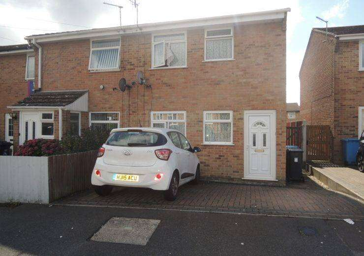 Three Bedroom End Terrace House Close to Bourne Valley Nature Reserve