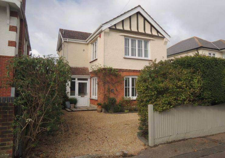 Superb Three Bedroom Detached House near Hengistbury Head